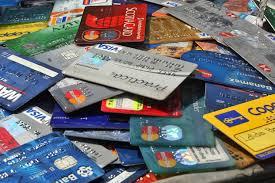 El Banco Central limitó en 55% la tasa de interés que cobran las tarjetas de crédito